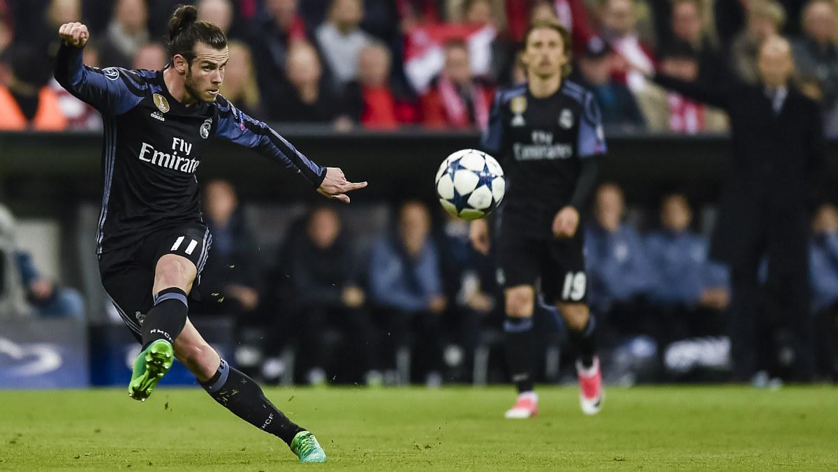 Bale dispara a puerta en el Allianz. (AFP)