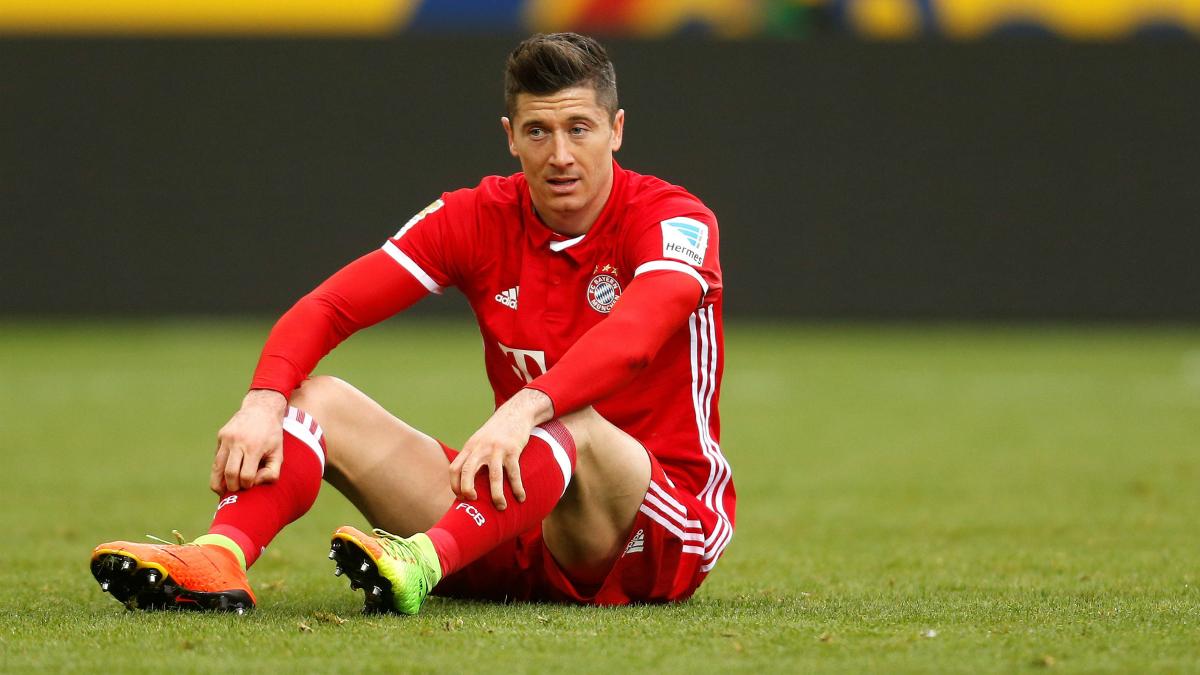 Lewandowski se lamenta tras una ocasión. (Getty)