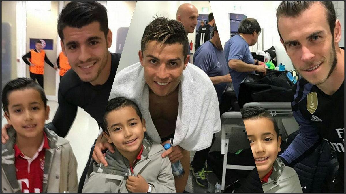 El hijo de Arturo Vidal posa con los jugadores del Real Madrid.