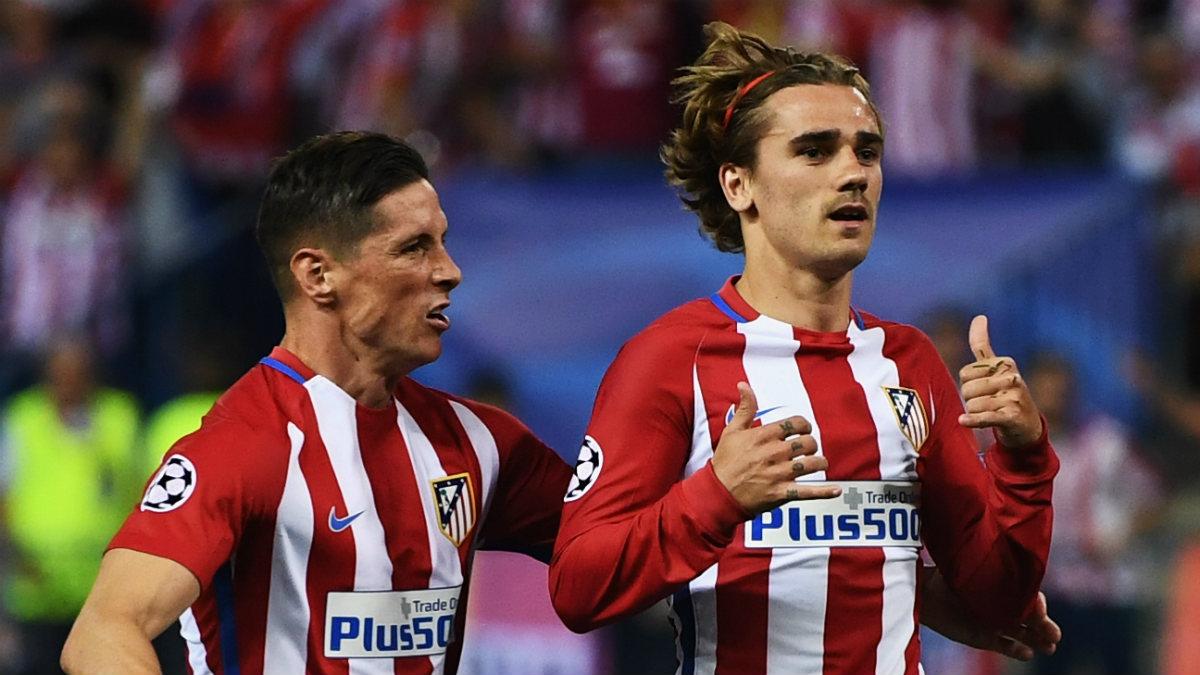 Torres y Griezmann celebran el gol del galo contra el Leicester. (Getty)