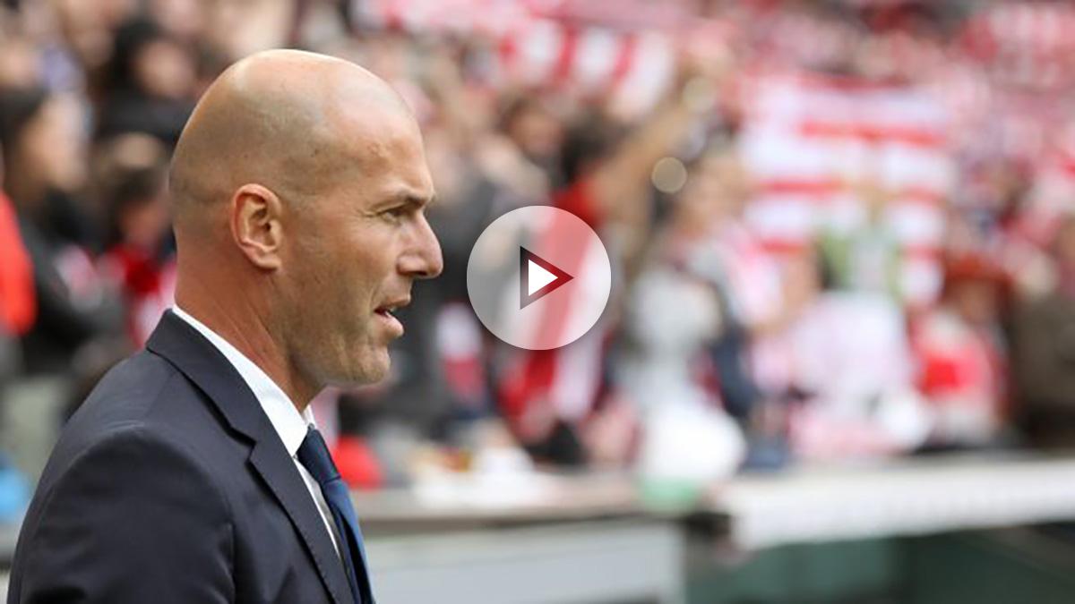 Zidane, atento desde la banda.