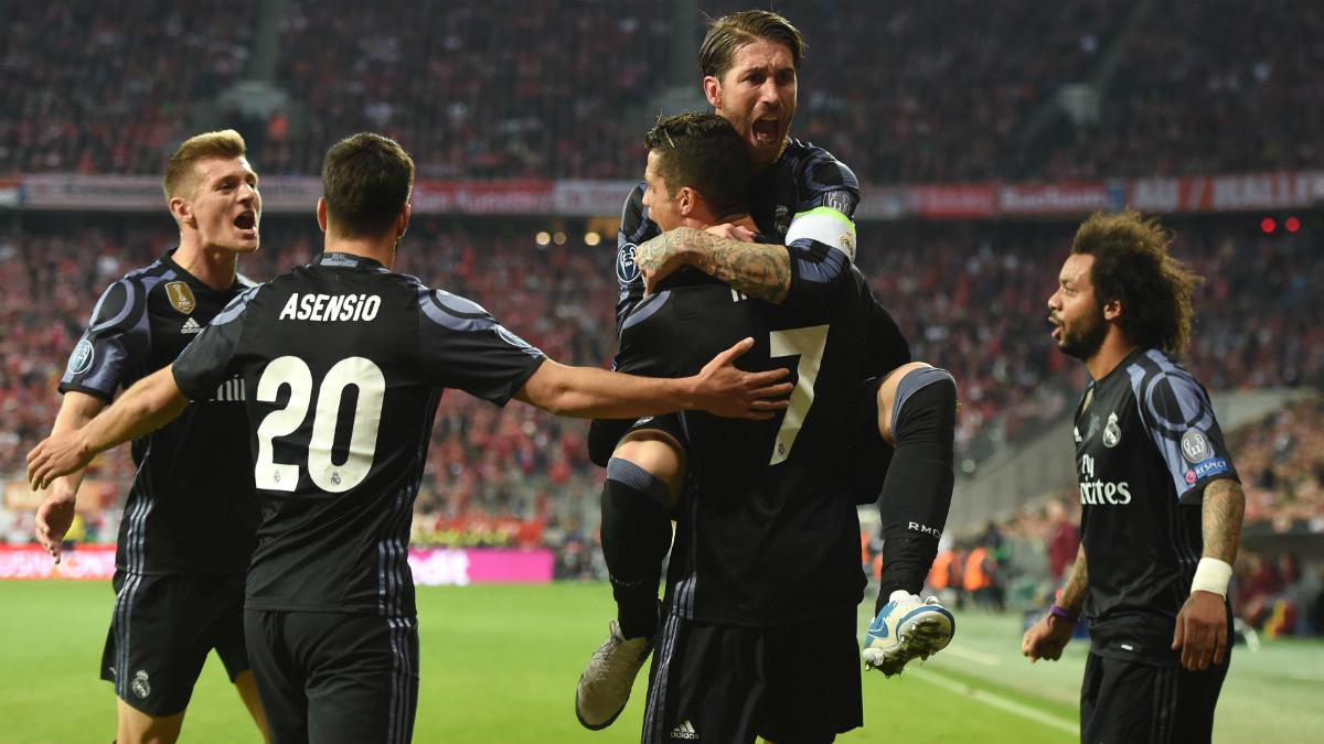 Los jugadores del Real Madrid celebran el segundo de Cristiano en Múnich. (AFP)