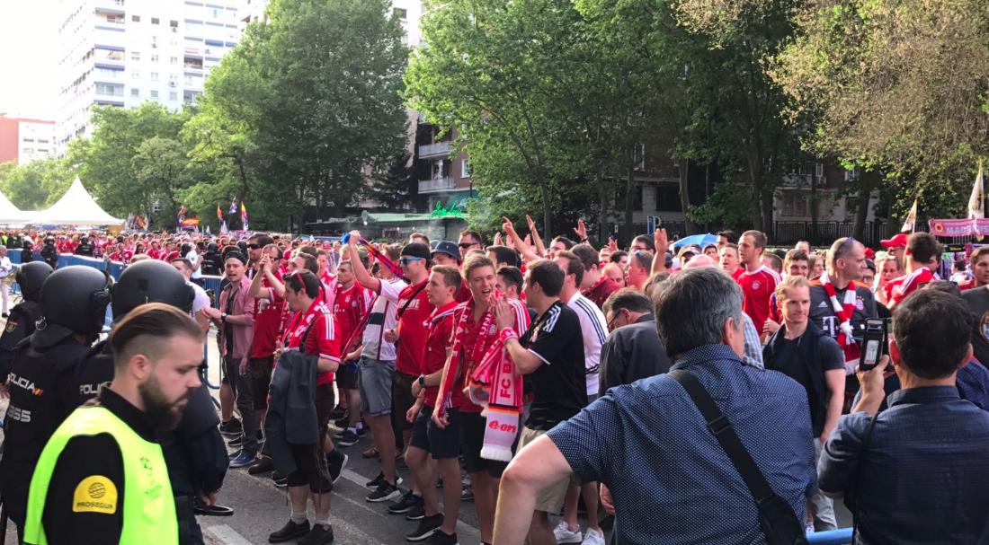 La afición del Bayern de Múnich entrado en el Bernabéu.
