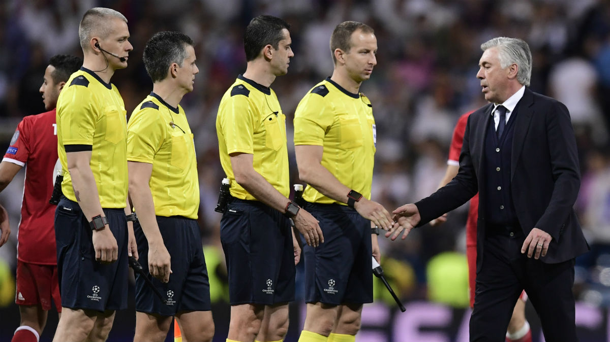 Ancelotti se quejó del árbitro al final del partido. (AFP)