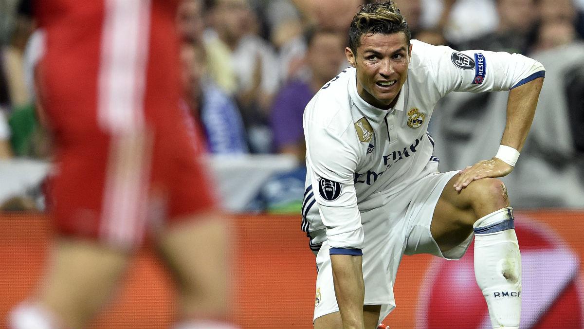 Cristiano se lamenta durante el partido contra el Bayern. (AFP)
