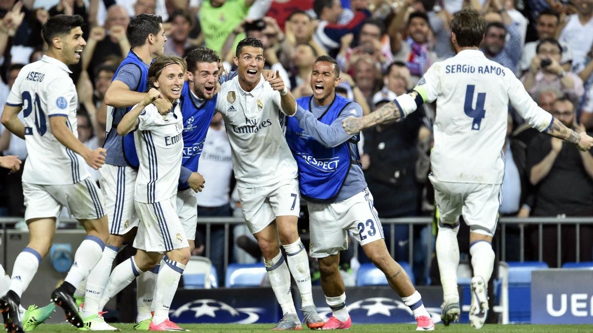 Los jugadores del Madrid celebran un tanto ante el Bayern. (AFP)