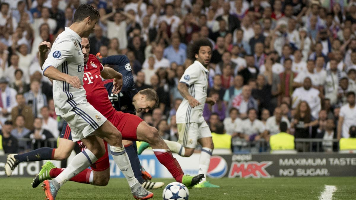 Marcelo, asistiendo a Cristiano Ronaldo en el tercer gol.