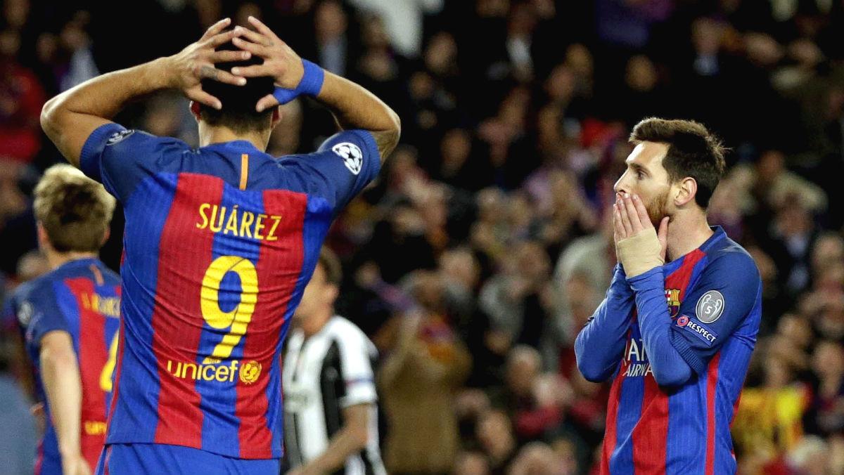 Suárez y Messi se lamentan tras una ocasión. (EFE)