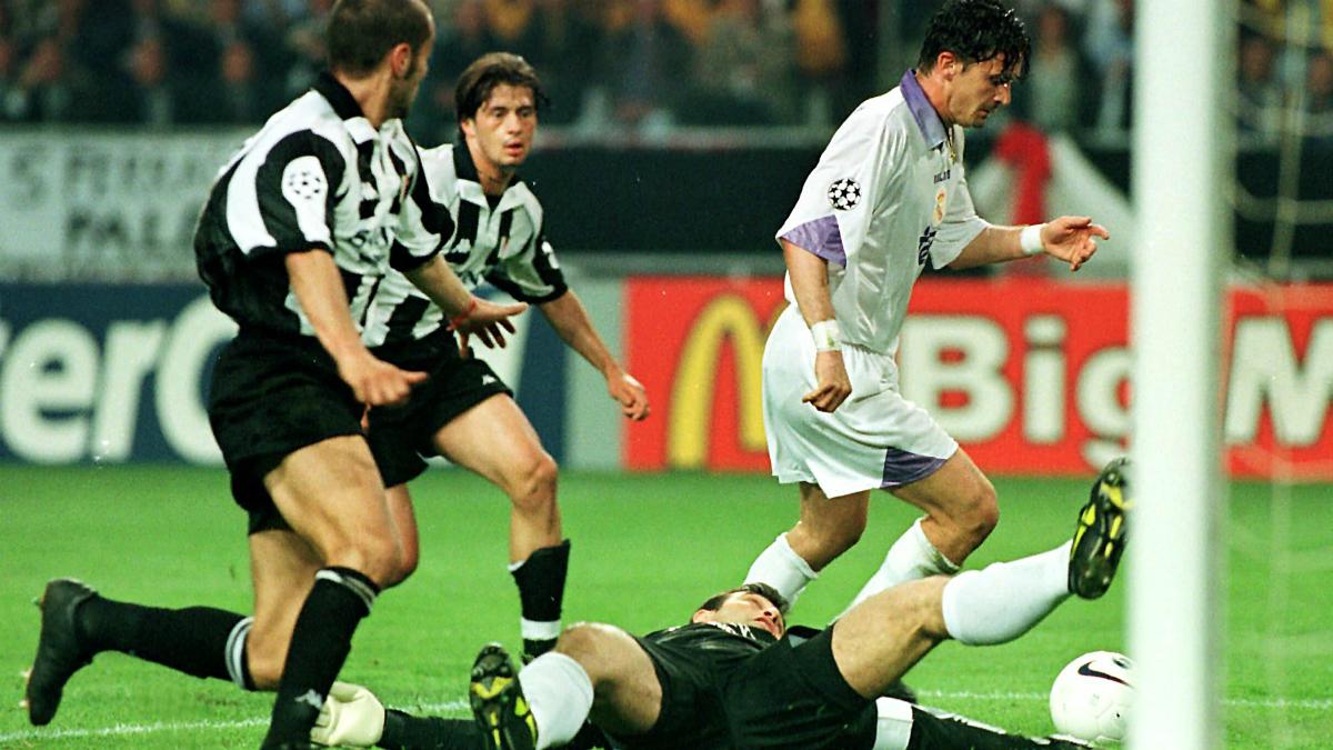 El mítico gol de Mijatovic en la última final de la Champions entre el Real Madrid y la Juventus. (AFP)