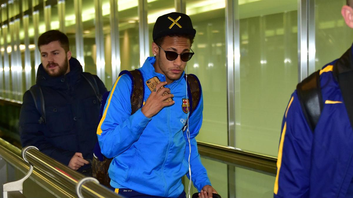 Neymar en un desplazamiento con el Barcelona. (AFP)