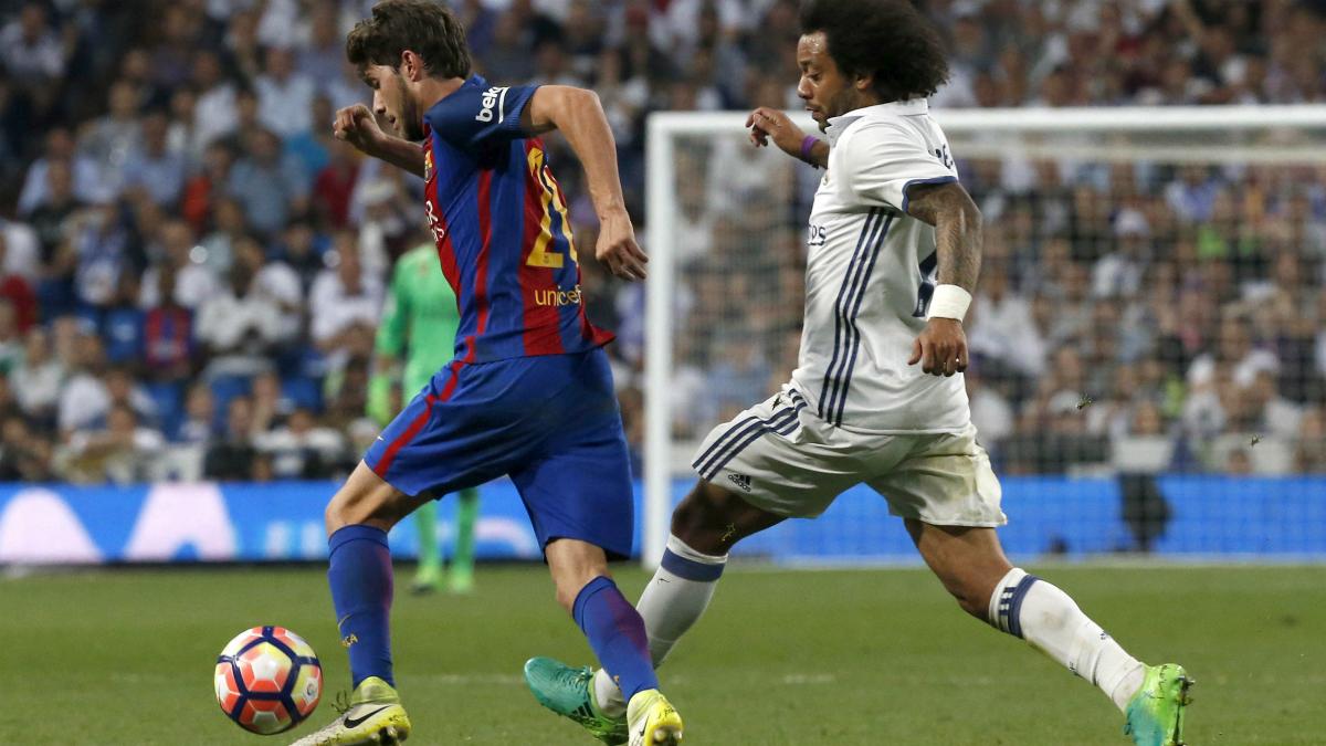 Sergi Roberto se marcha de Marcelo antes del tercer gol del Barça. (EFE)