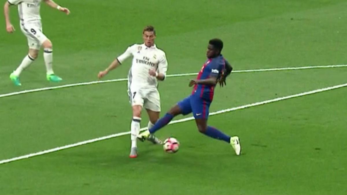 La historia se repite: penalti robado de Umtiti sobre Cristiano en el minuto 1