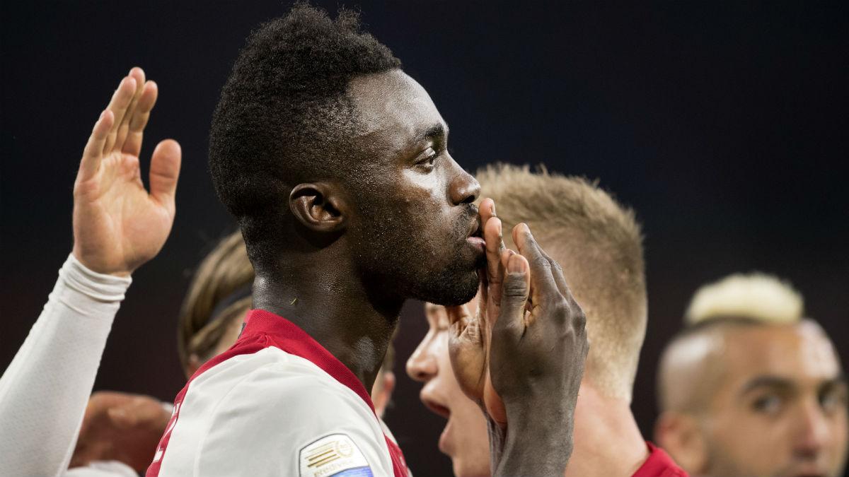 Davinson Sánchez, en un partido del Ajax. (AFP)