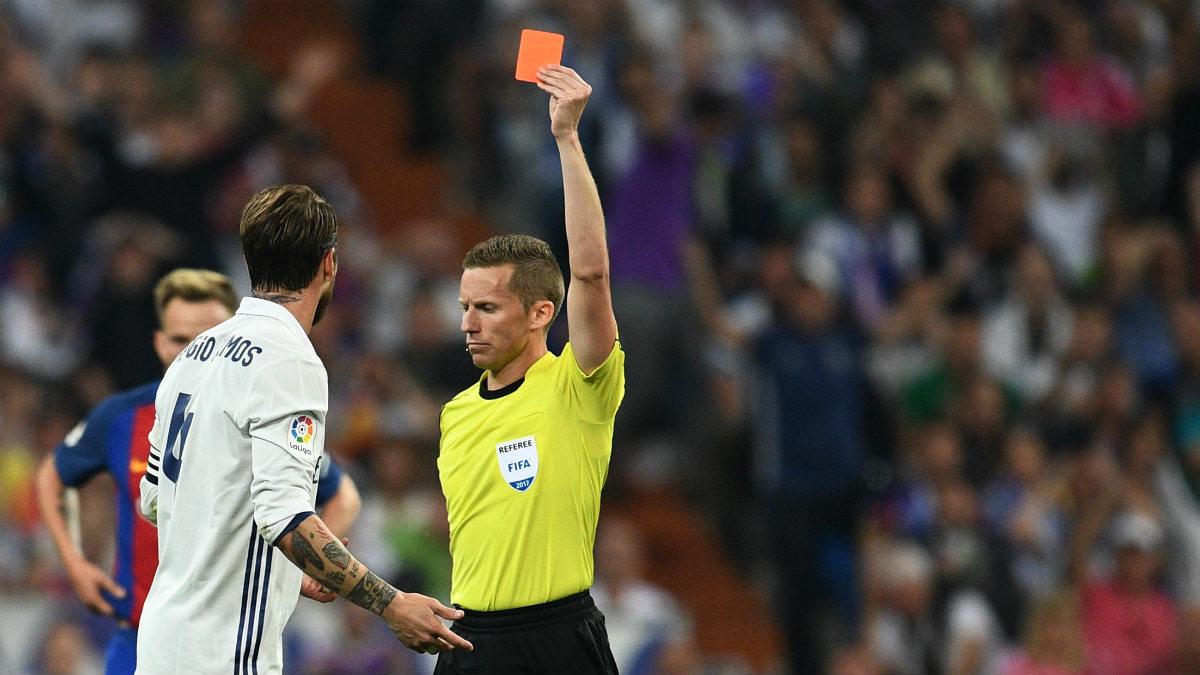 Sergio Ramos es uno de los jugadores más castigados por los árbitros de la Liga en toda la historia. (Getty)