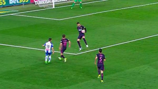 ¿Fue penalti por mano de Piqué?