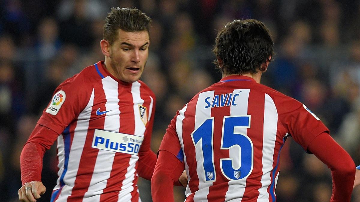 Lucas Hernández y Savic, durante un encuentro con el Atlético de Madrid