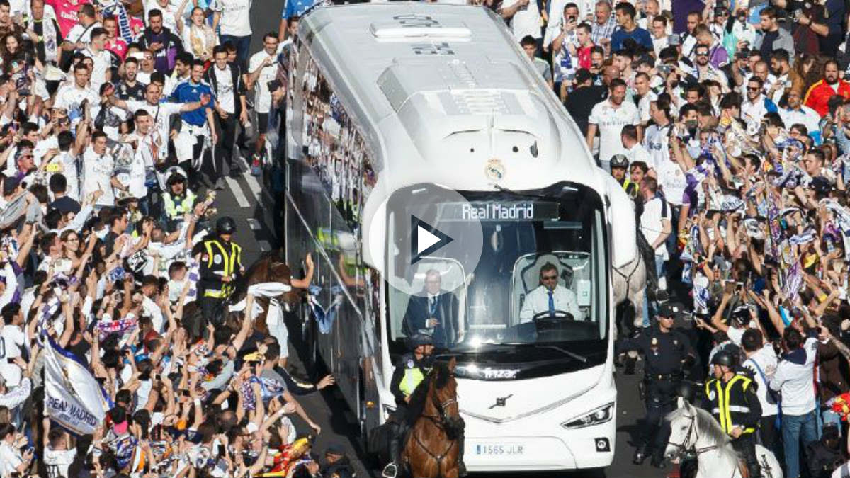 Otro espectacular recibimiento al autobús: más de 10.000 madridistas marcaron el primero