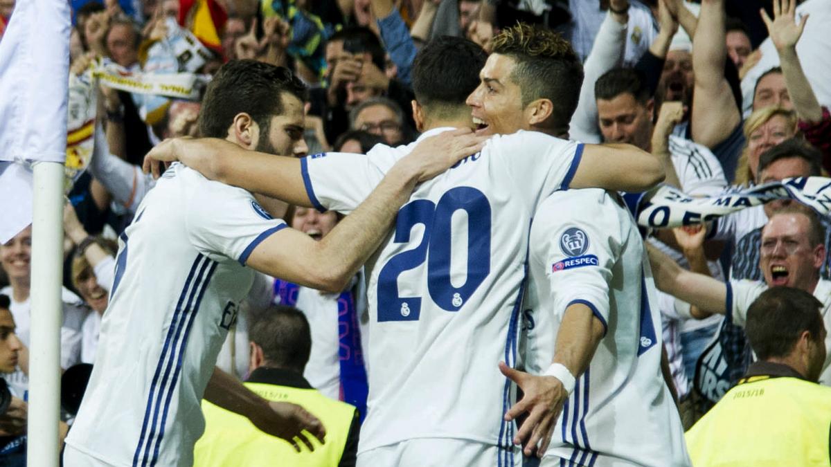 Los jugadores del Real Madrid celebran uno de los goles. (AFP)