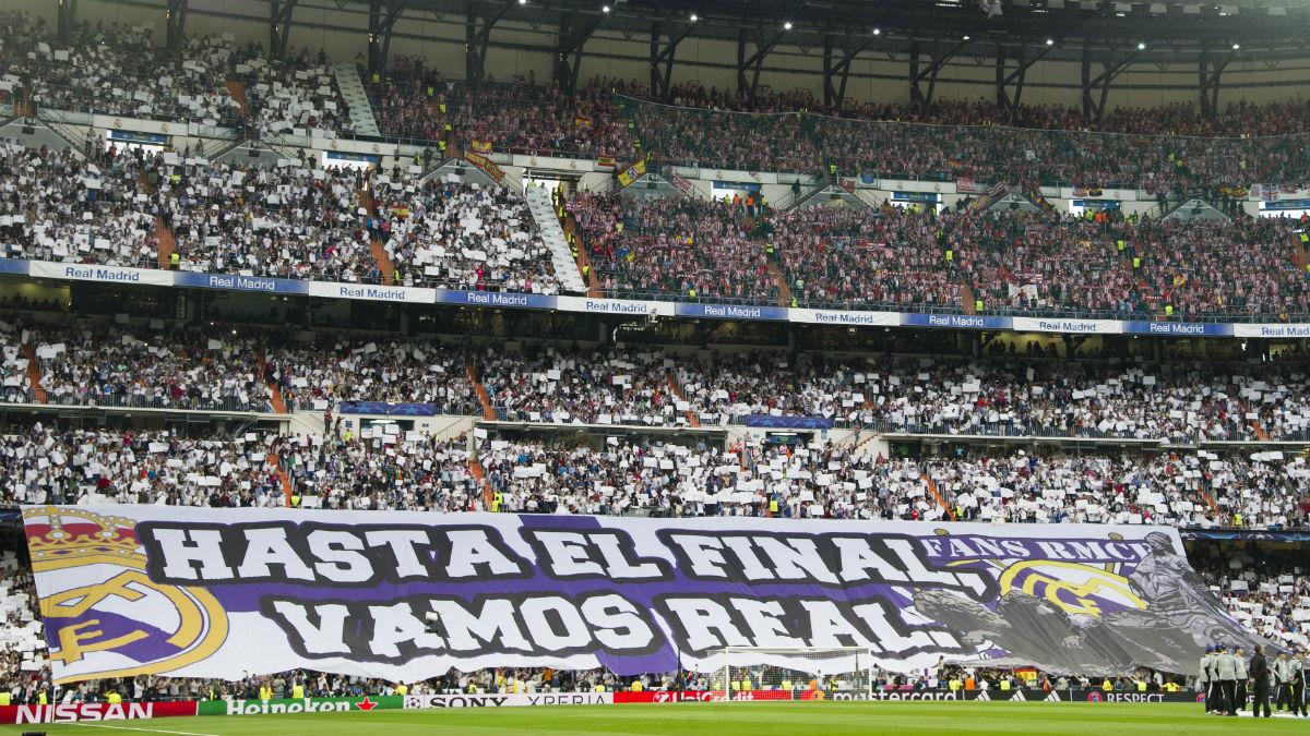 Tifo del Real Madrid mostrado en el fondo norte del Santiago Bernabéu. (AFP)