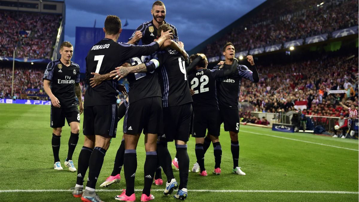 Los jugadores del Real Madrid celebran el 2-1. (AFP)