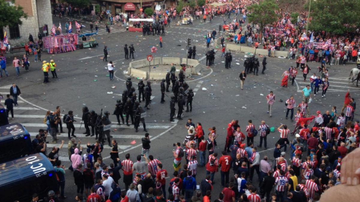 Las cargas policiales en las inmediaciones del Vicente Calderón.