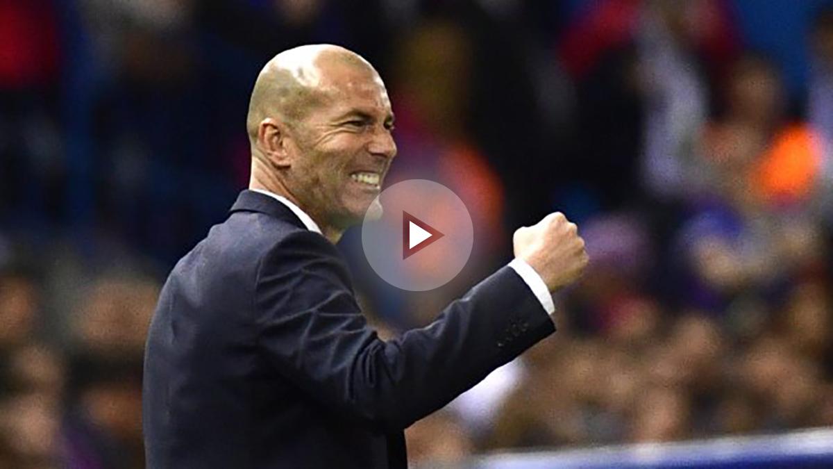 Zidane, celebrando el gol de Isco en el Calderón.