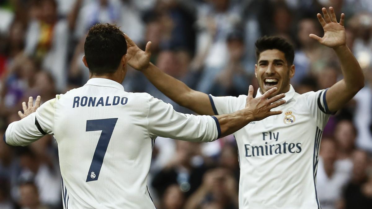 Cristiano Ronaldo y Asensio celebran un tanto la pasada temporada. (EFE)