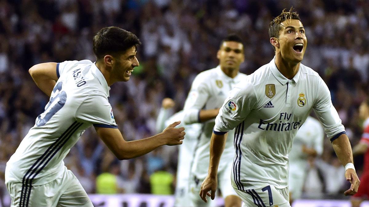 Cristiano Ronaldo celebra un gol con Asensio. (AFP)