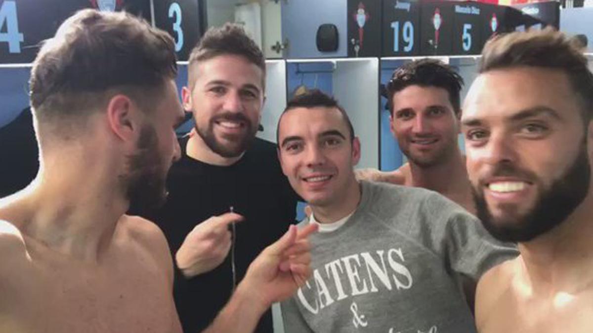 Sergi Gómez, Fontás, Aspas, Planas y Sergio, en el vestuario.