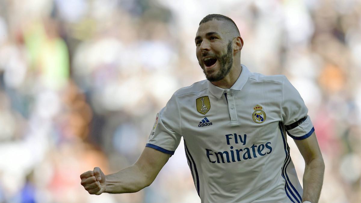Benzema celebra un gol con el Real Madrid. (AFP)