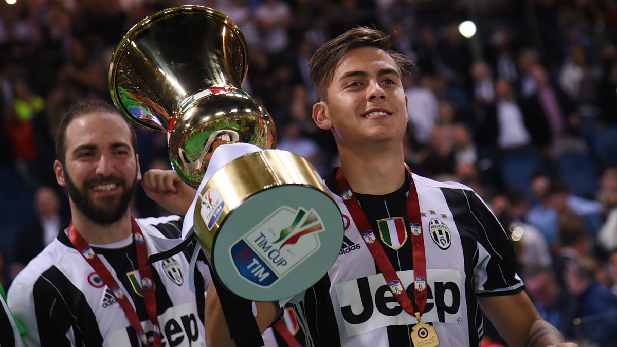 Dybala e Higuaín celebran el título de la Juventus. (AFP)