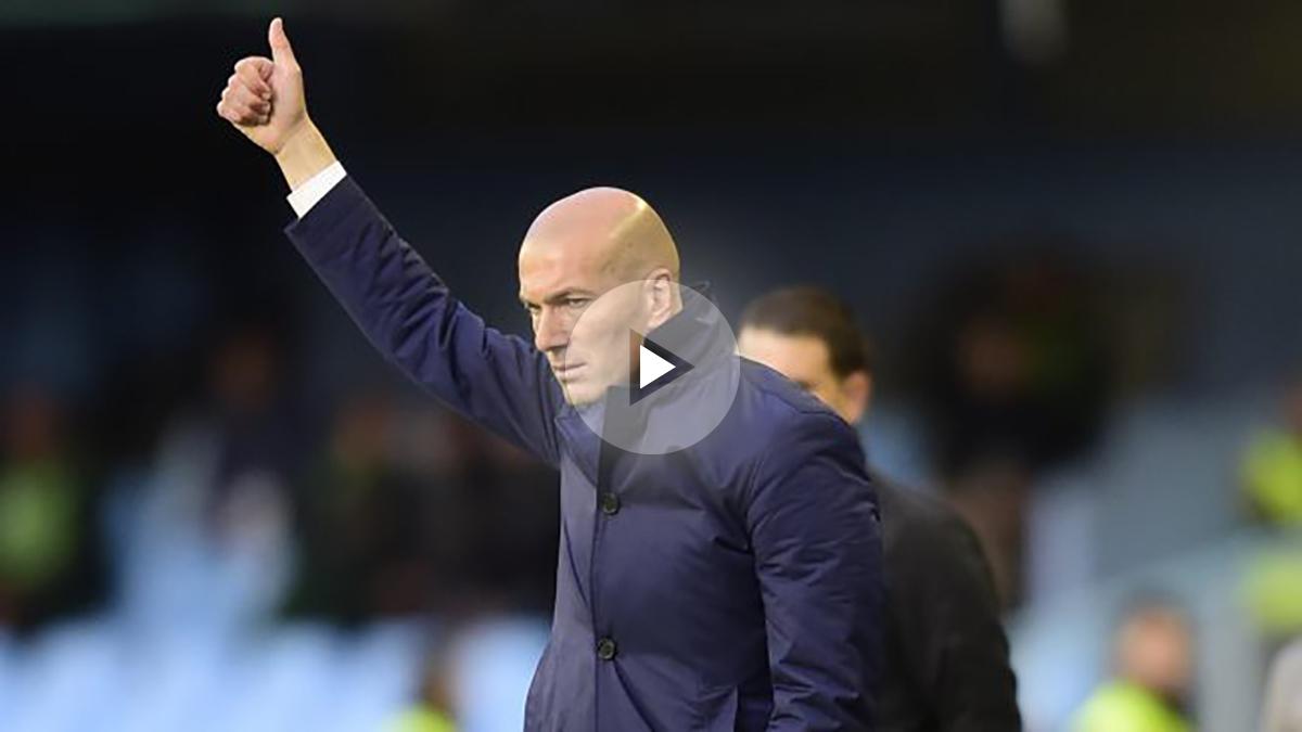 Zidane aprueba una acción de los suyos durante el partido ante el Celta.