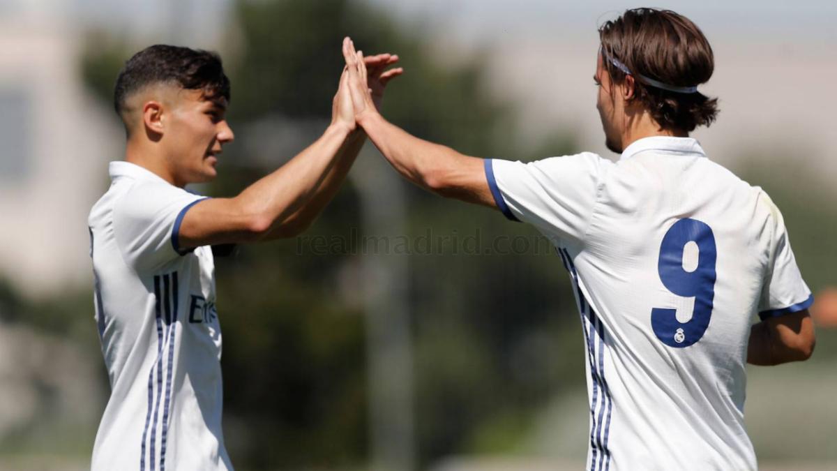 Óscar y Mink celebran uno de los goles. (Realmadrid.com)
