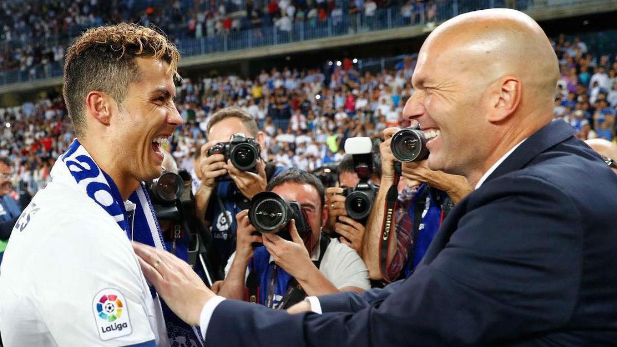 Cristiano Ronaldo y Zidane celebran la Liga.