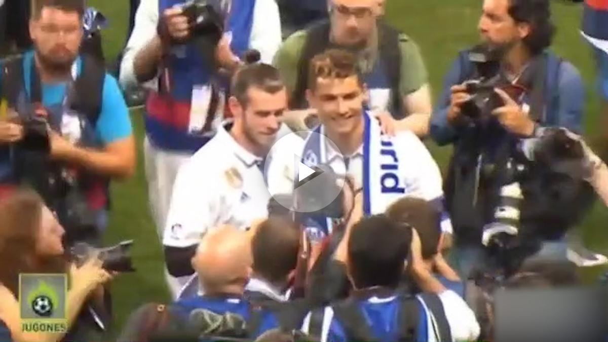 Cristiano Ronaldo y Bale se abrazan en la celebración de la Liga.