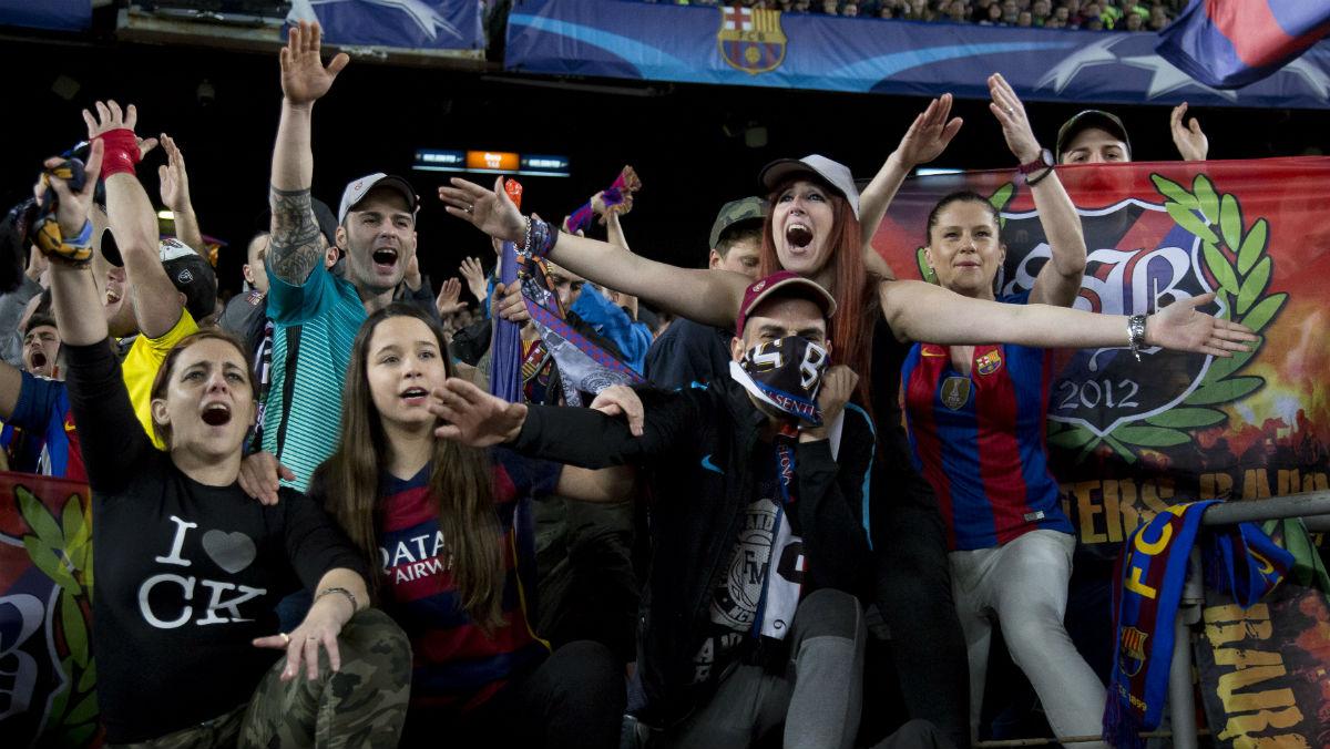 Aficionados del Barcelona en un partido del Camp Nou. (Getty)