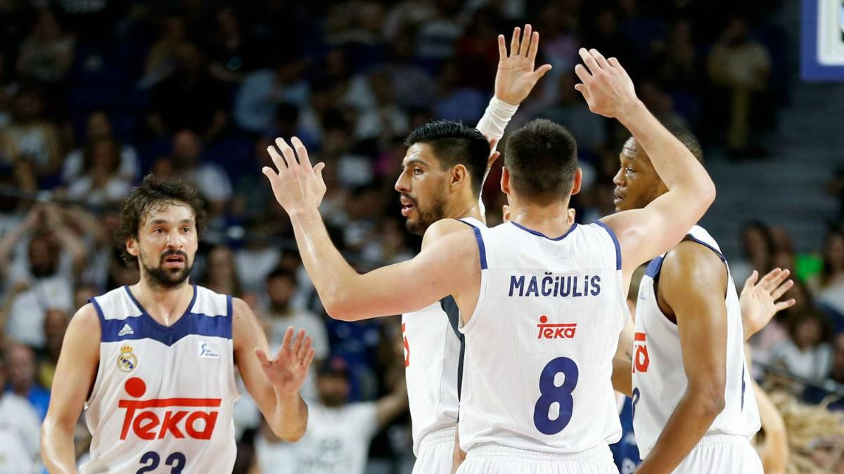 Los jugadores del Real Madrid celebran el triunfo frente a Andorra. (realmadrid.com)