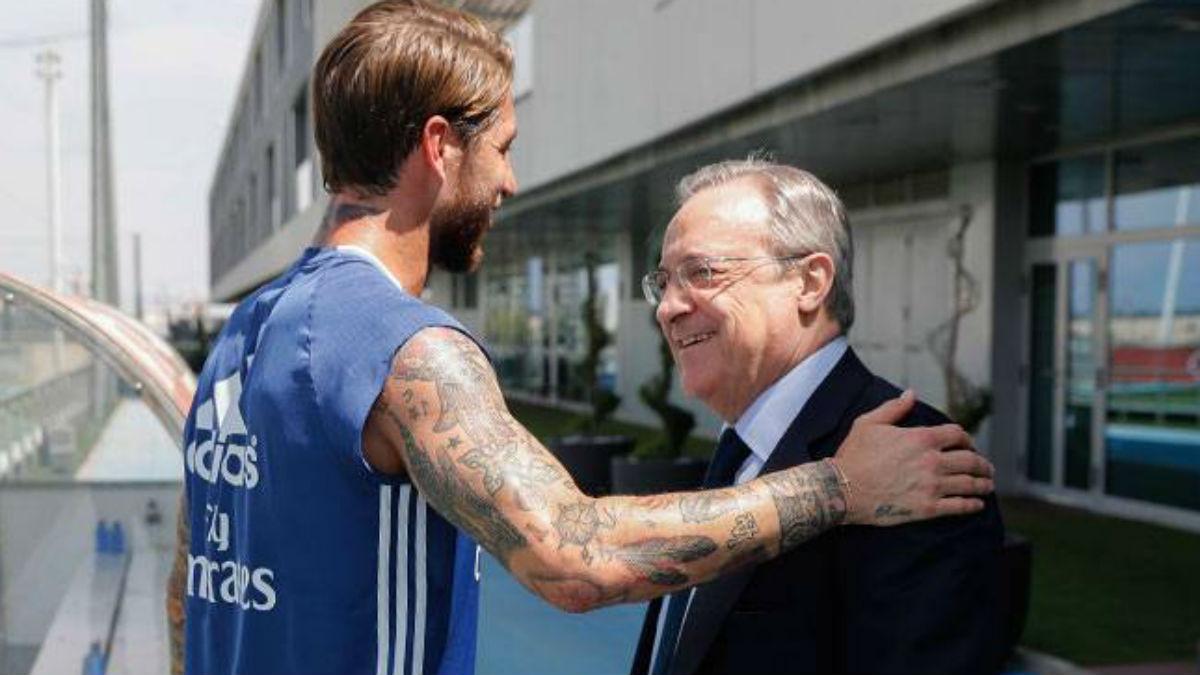 Florentino Pérez saluda a Sergio Ramos en Valdebebas. (Realmadrid.com)