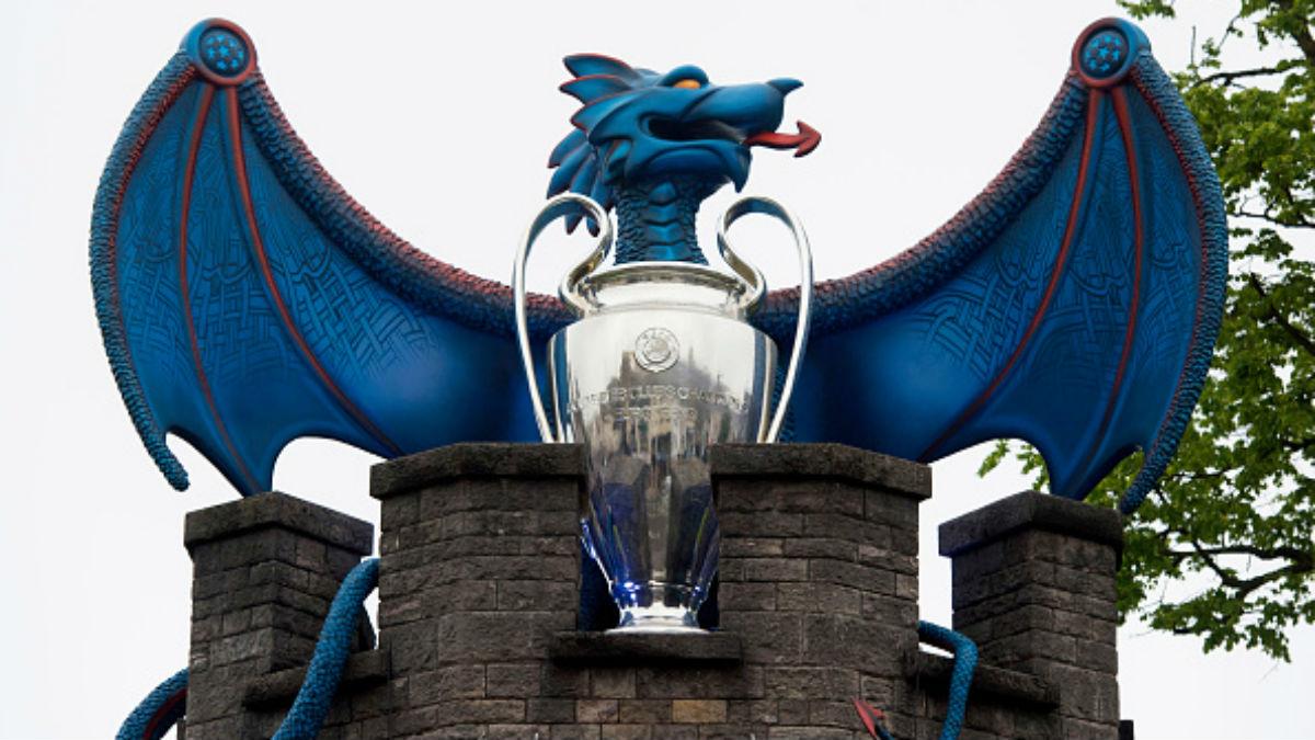 El trofeo de la Champions luce en la ciudad de Cardiff (Getty).