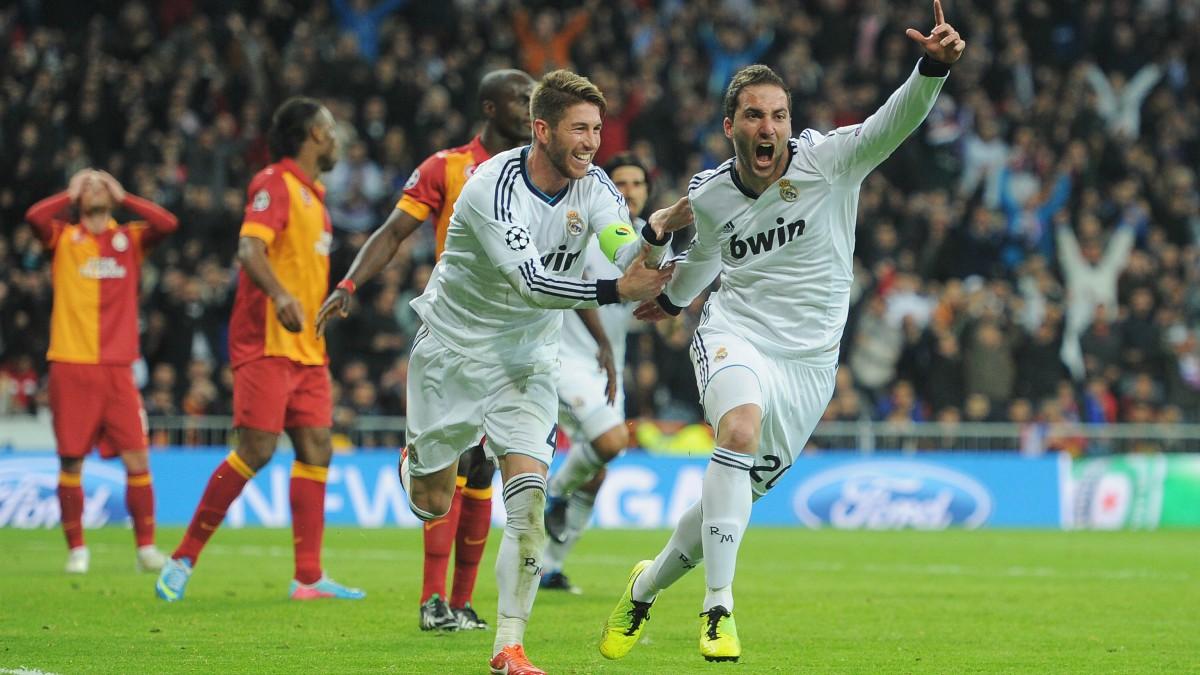 Higuaín y Ramos celebran un gol con el Real Madrid. (Getty)