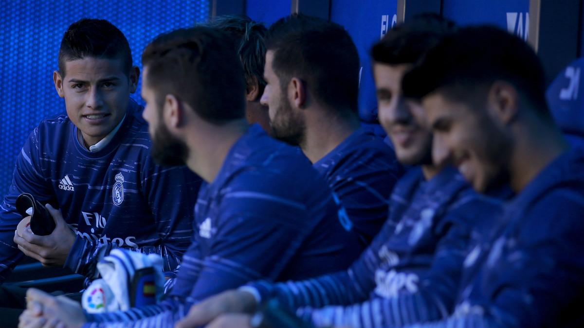 James, Casilla, Nacho, Morata y Asensio en el banquillo del Real Madrid (Getty).