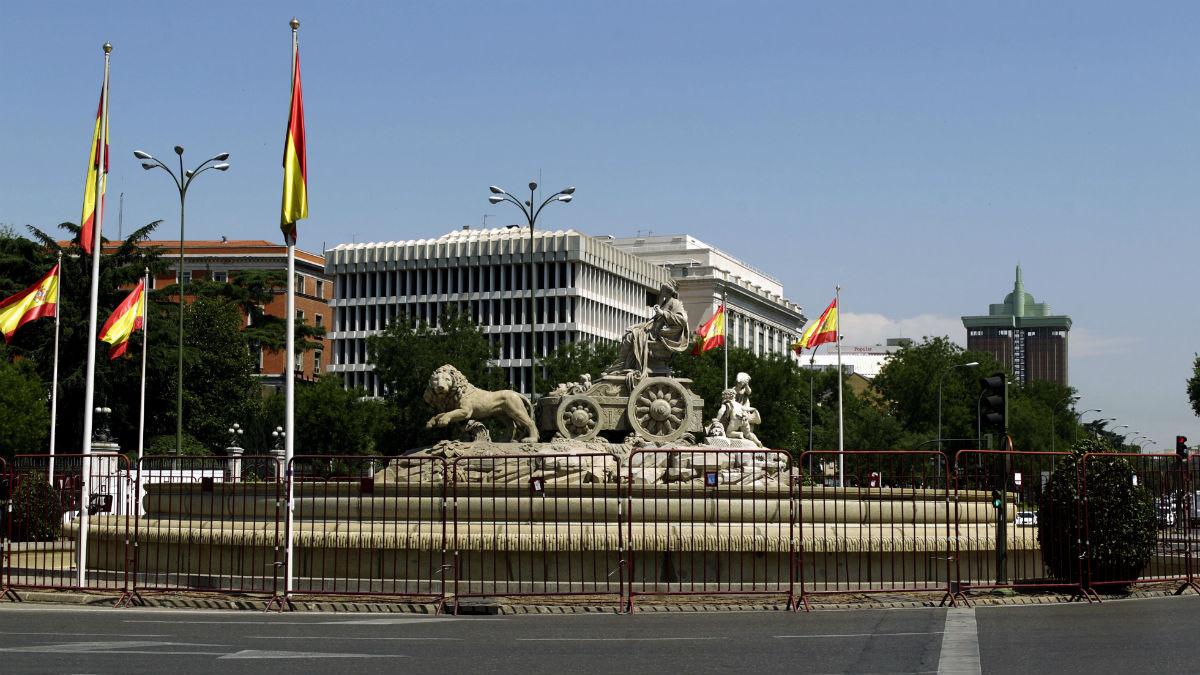 La Cibeles ya está vallada para una posible celebración del Real Madrid. (EFE)