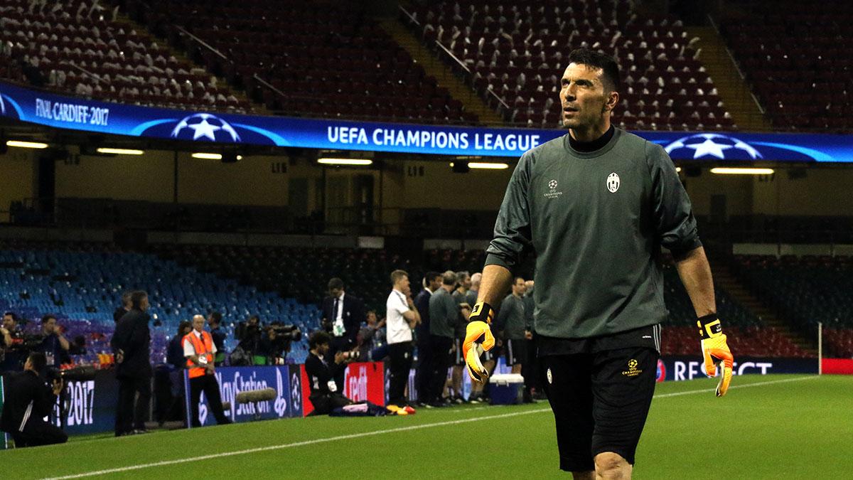 El guardameta de la Juventus, Buffon, durante el entrenamiento previo a la final de la Champions (Foto: Enrique Falcón)