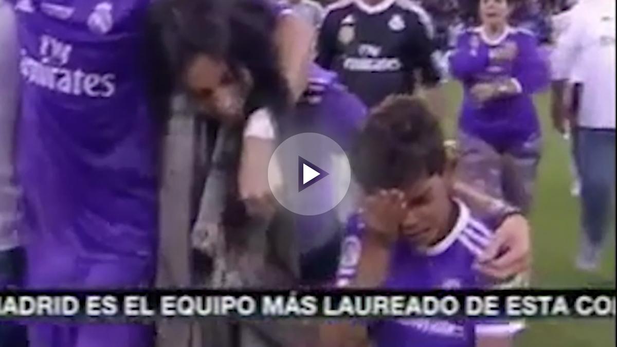 El hijo de Cristiano Ronaldo se duele de un golpe.