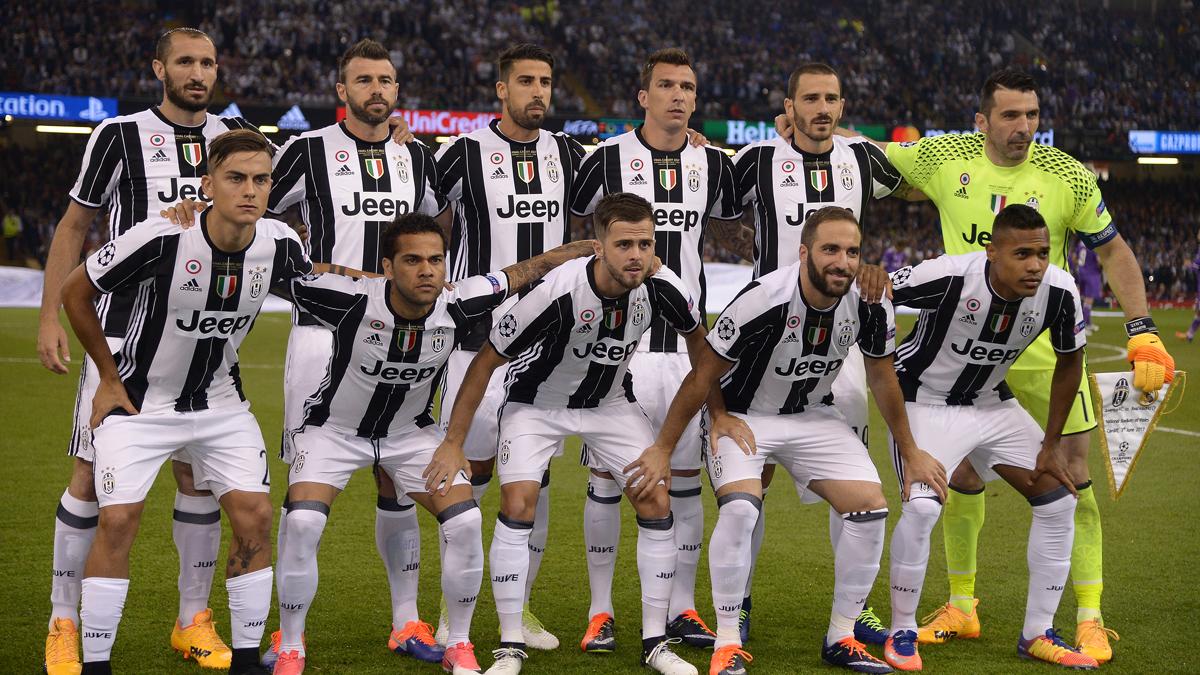 El once de la Juventus, posando antes del comienzo de la final de la Champions.