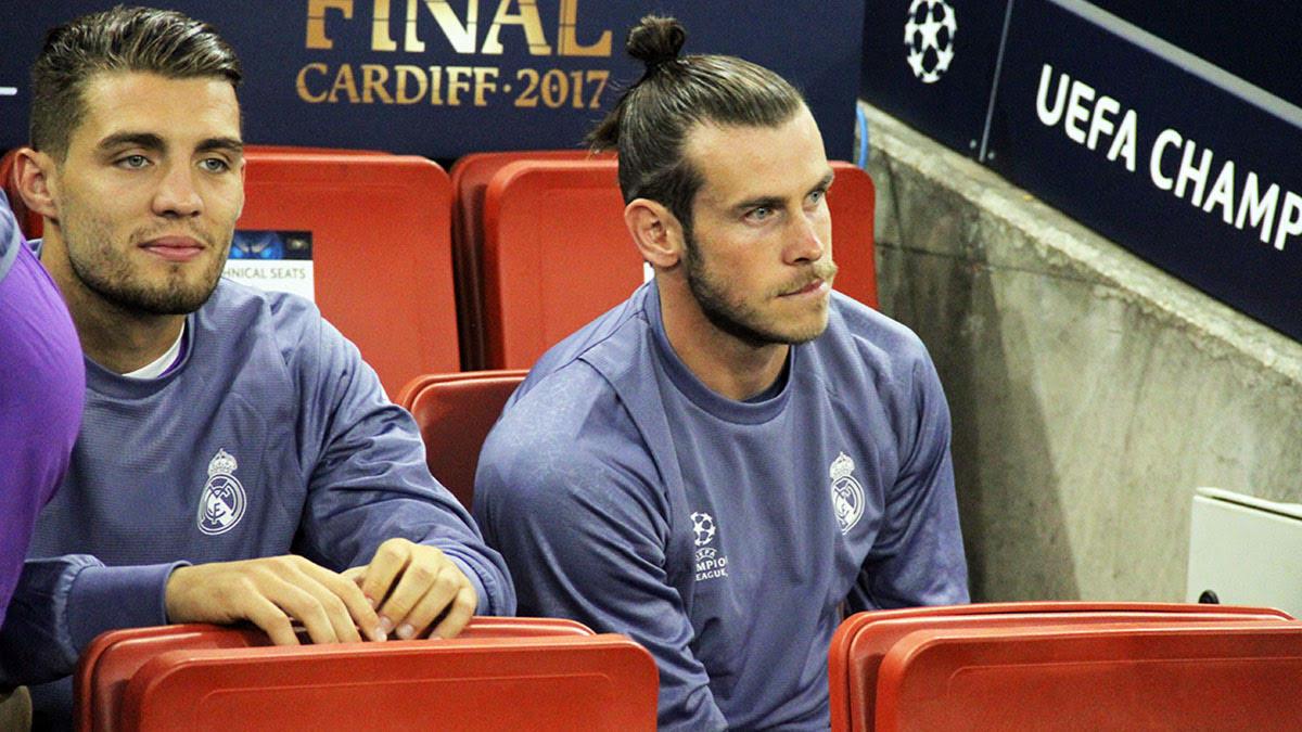Bale y Kovacic en el banquillo del Millennium Stadium. (Foto: Enrique Falcón)