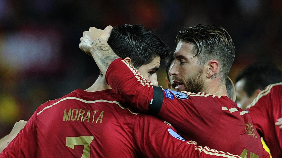 Sergio Ramos y Morata celebran un gol de España en la Eurocopa de 2016 (AFP).
