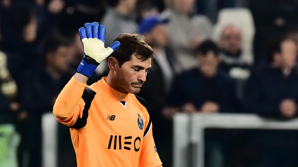 Iker Casillas al finalizar un partido con el Oporto (AFP).