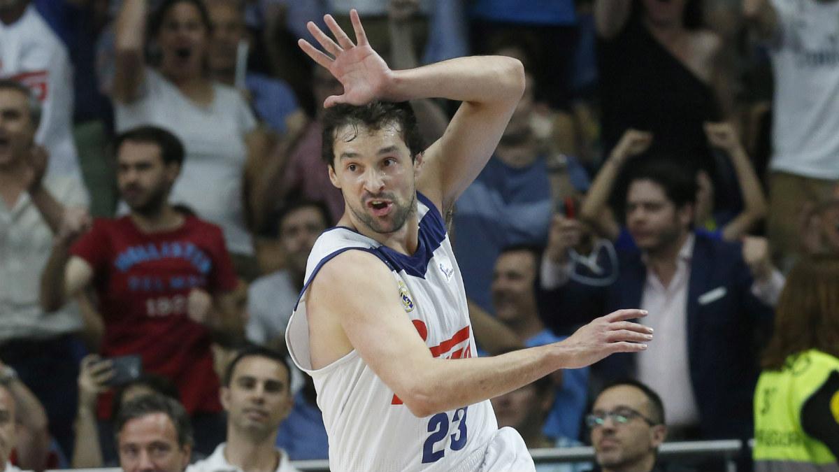 Sergio Llull celebra una canasta ante Valencia Basket. (EFE)