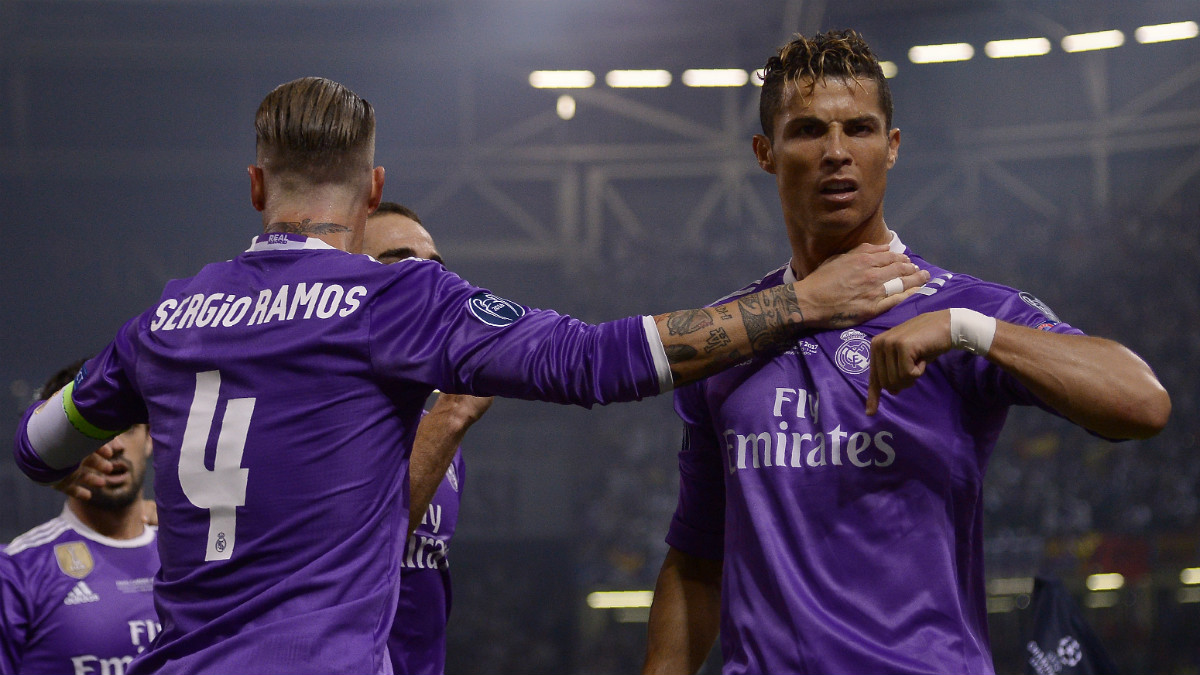 Cristiano Ronaldo celebra con Sergio Ramos un gol en la final de Cardiff. (AFP)